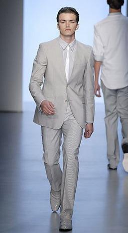 Весенний деловой гардероб: мужские костюмы