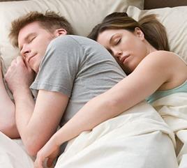 10 поз для сна, которые расскажут все о ваших отношениях ... | 241x268