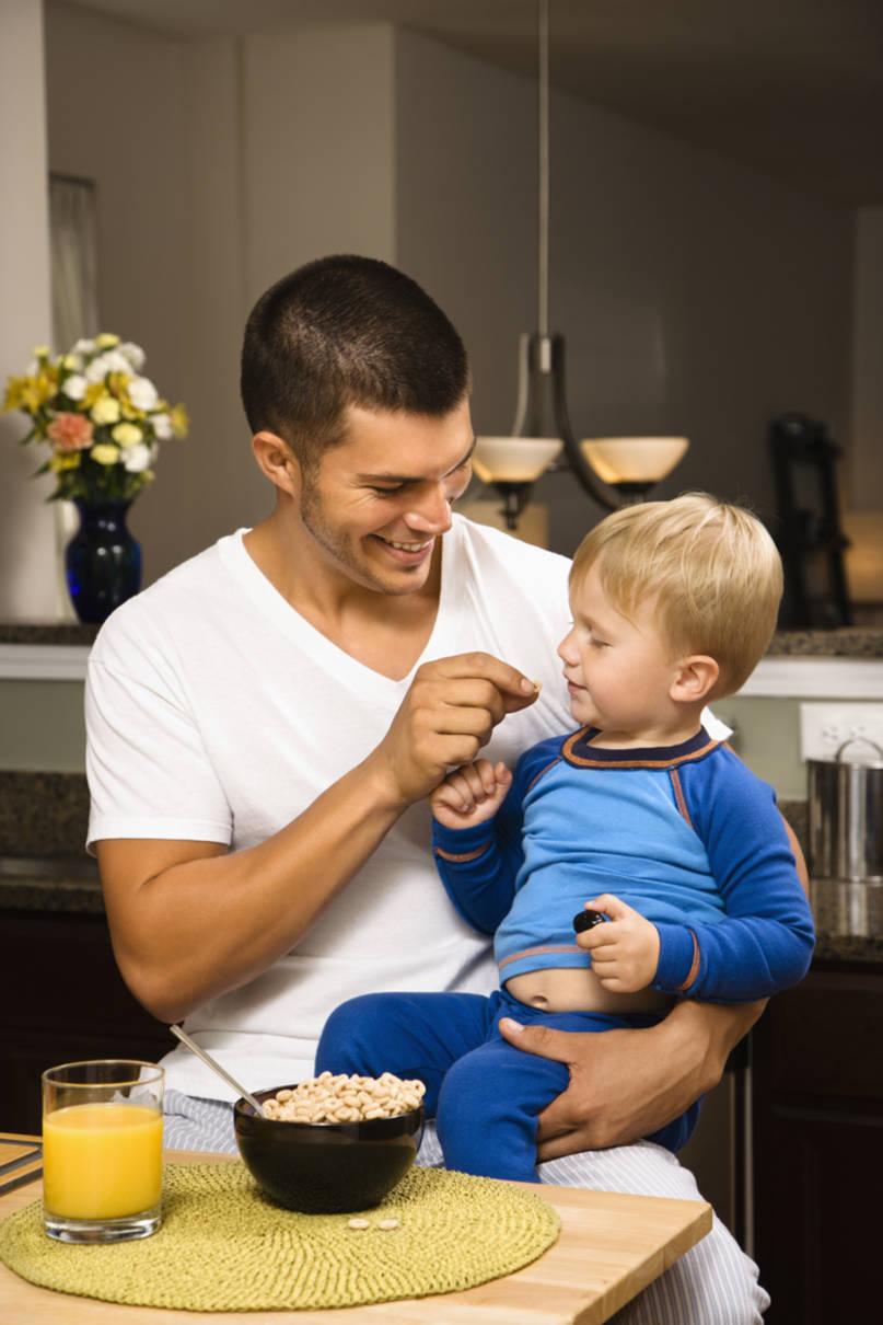 В этой части поговорим о том: Как правильно воспитывать сына? Почему именно на «фоне» тебя сын сформирует собственный стиль поведения? Отец - образец в построении отношений с женским полом и в проявлении сексуальности. Действительно ли роль отца так важна?..