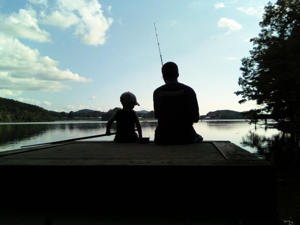 В этой части поговорим о том: Как правильно воспитывать сына? Почему именно на «фоне» тебя сын сформирует собственный стиль поведения? Отец - образец в построении отношений с женским полом и в проявлении сексуальности. Действительно ли роль отца так важна?.. Мужское хобби - рыбалка